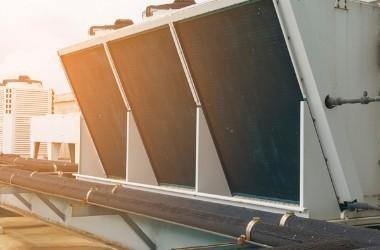 V-Kühler auf einem Dach