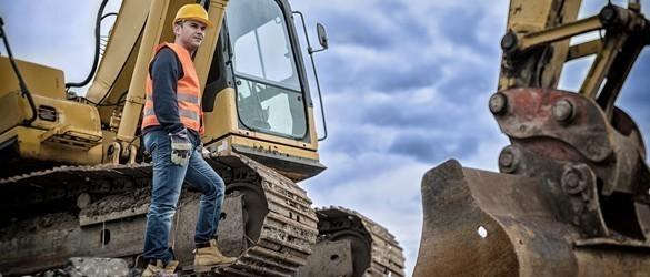 Bauarbeiter mit Bagger